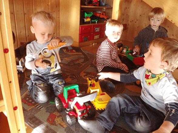 Bild von spielende Kinder im Kindergarten