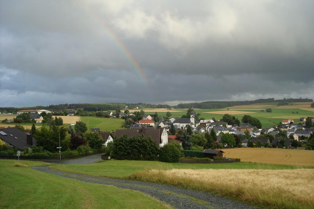 Leupoldsgrün mit Regenbogen