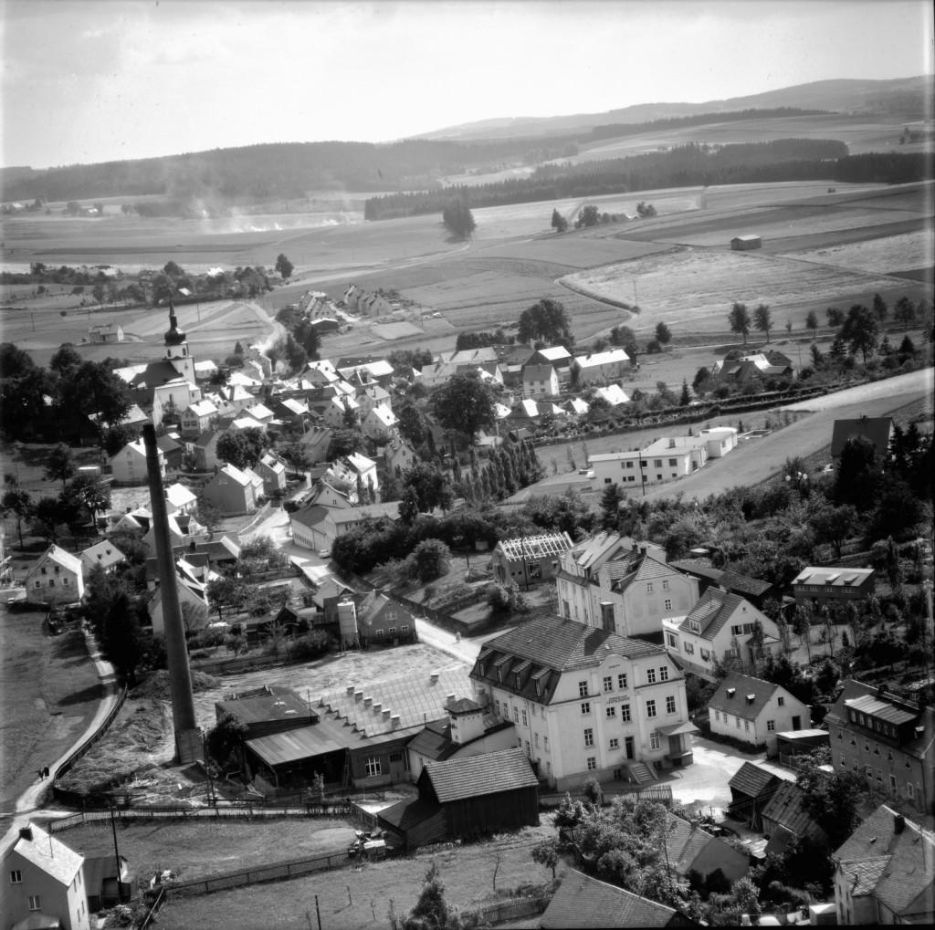 Luftaufnahme der Gemeinde Leupoldsgrün aus dem Jahr 1962