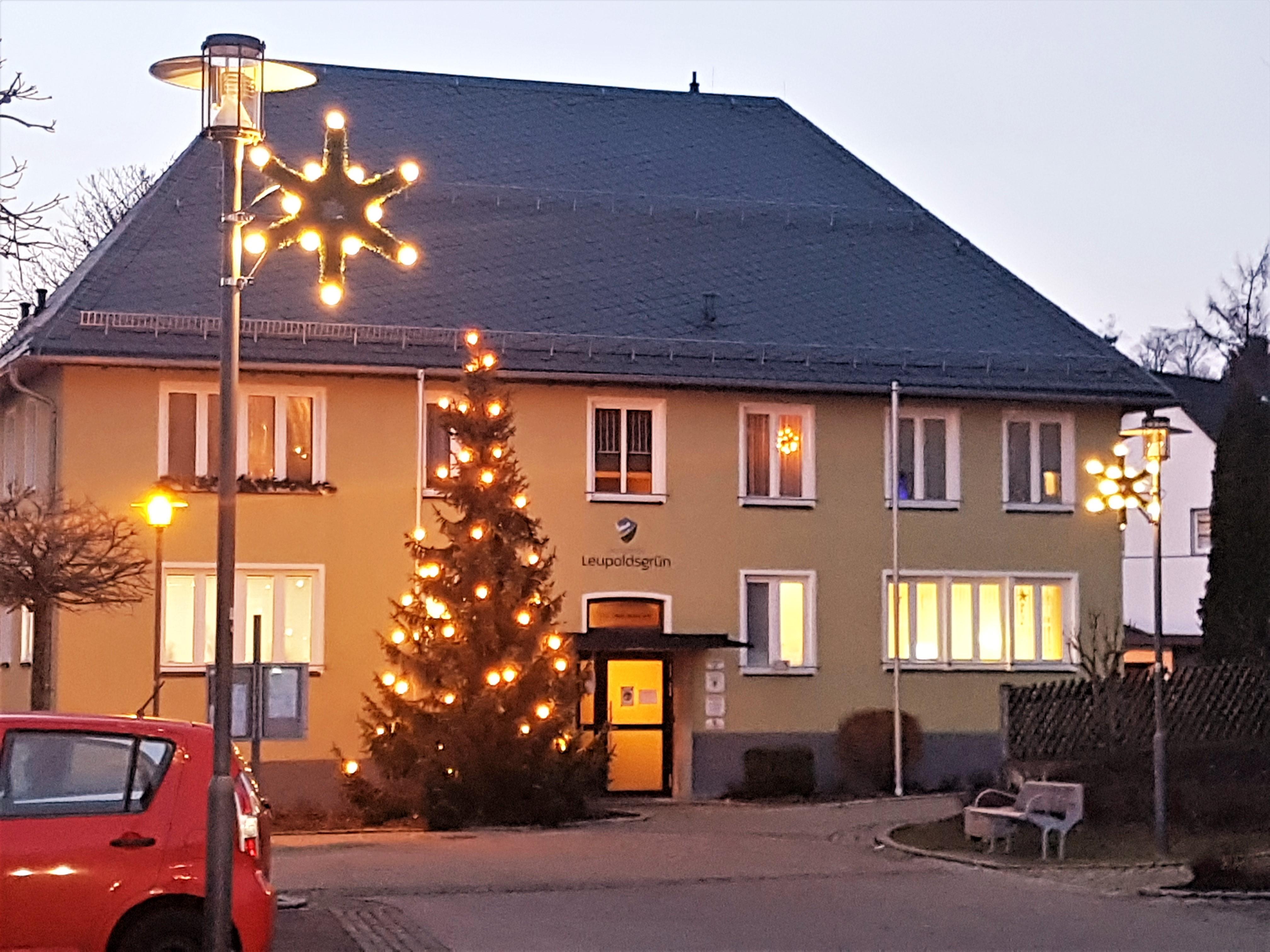Spenden für weihnachtliches Dorfleben